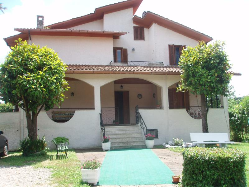villa imperiale b&b vetralla via cassia botte, vacation rental in Capranica - Scalo