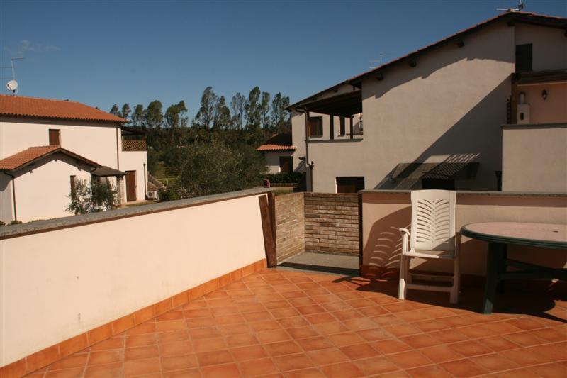 Appartamento trilocale con terrazza in Residence, holiday rental in Riotorto