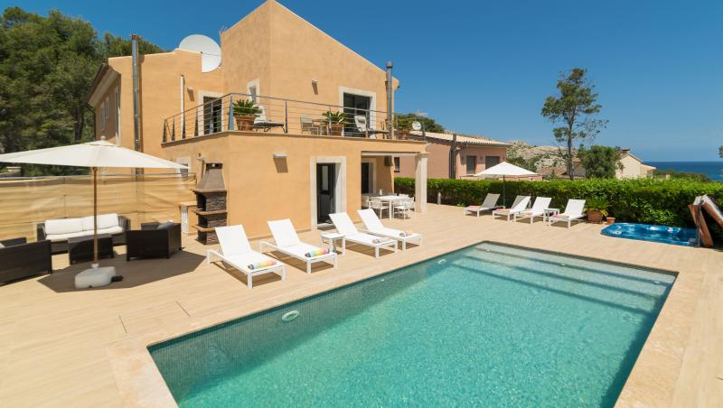 Villa Bernat - Cala Sant Vicenc (near Pollenca/Puerto Polleca), vacation rental in Cala San Vincente