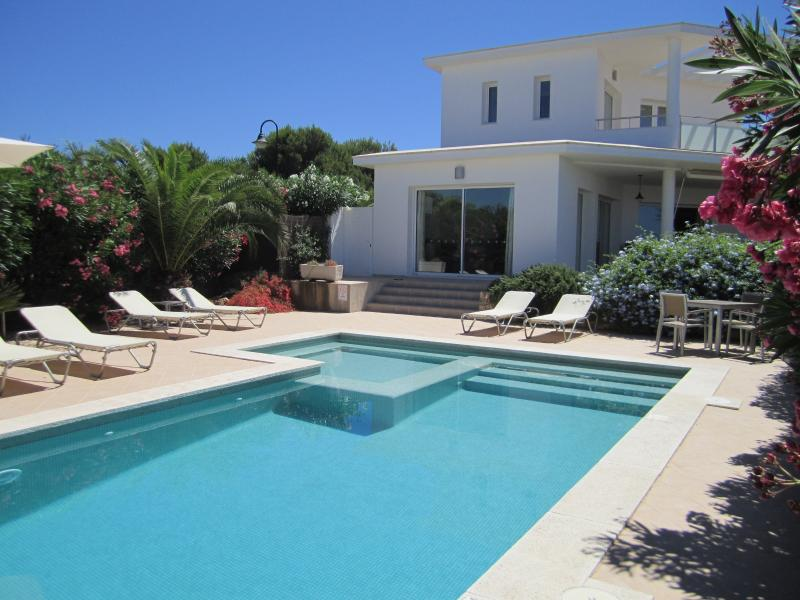 Casa Alta Binibeca, sea views, air con, 4 en-suites,wifi, heated pool,beach 500m – semesterbostad i Menorca