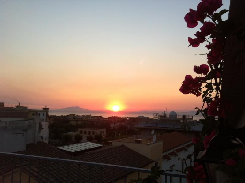 Small house with a sea view, holiday rental in Piano di Sorrento