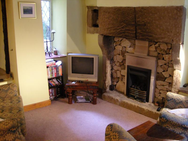 Lounge - the TV has been replaced and updated!