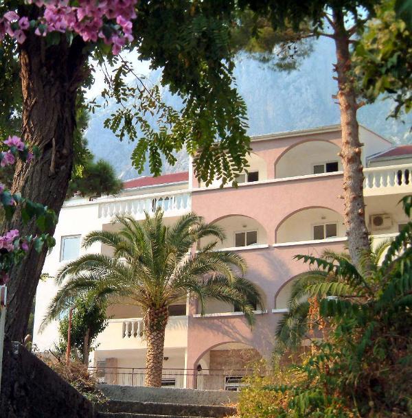 El apartamento del Caspio está en el 2/F de nuestra villa en el corazón de la aldea