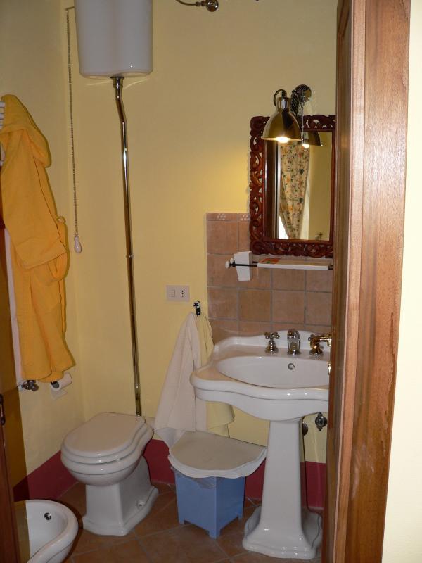 un bagno annesso a ciascuna camera