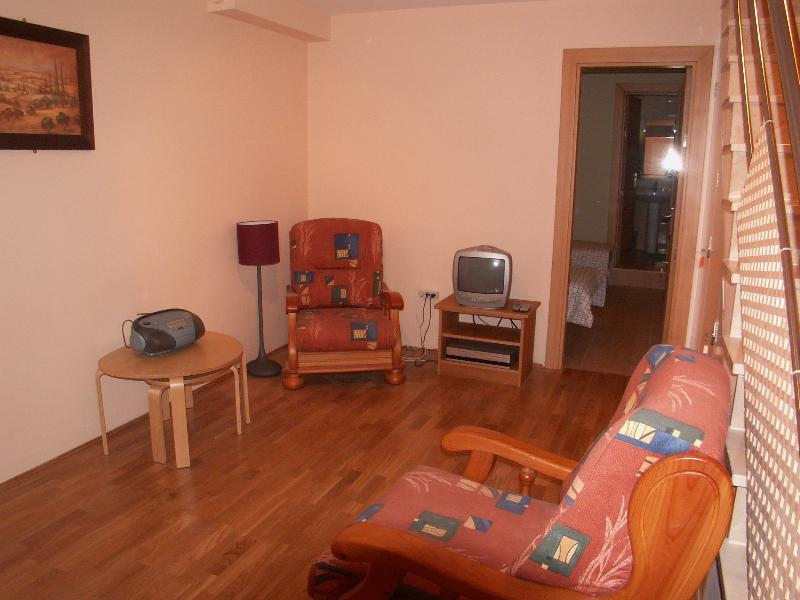 2nd property has living area on lower ground floor, when house rented with 3rd bedroom