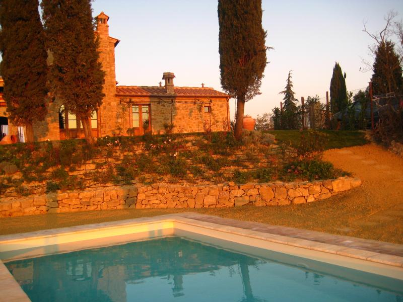 Lovely 3 bedroom villa in the scenic Tuscan countryside wih private pool, alquiler vacacional en Castelmuzio