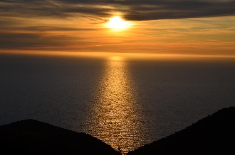 Spektakulären Sonnenuntergang von der Villa