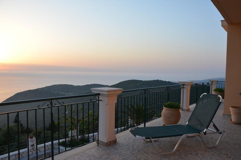 During the evening descends from the terrace of the bedroom