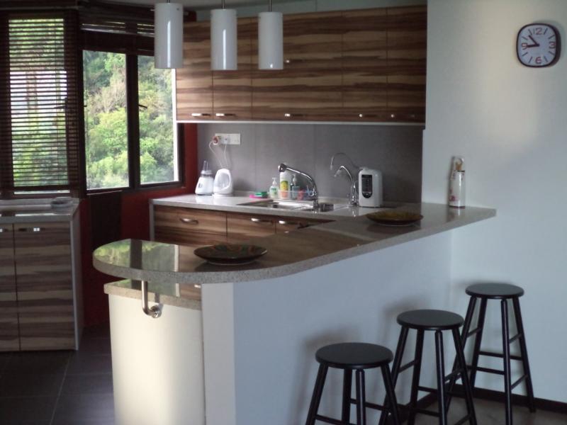 cocina abierta con vistas al mar y selva increíble-
