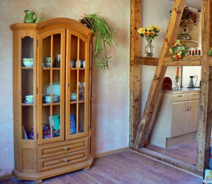 Fachwerkwand zwischen Wohn- und Küchenbereich
