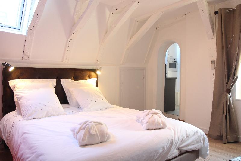 Living room - Bedroom