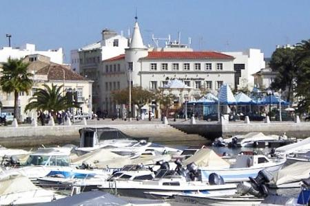 Centro città, vicino al porto turistico
