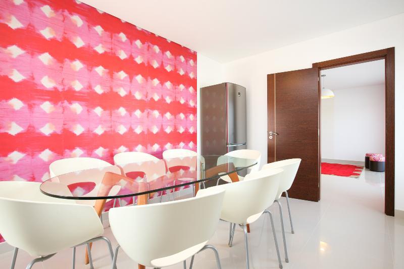 D WAN DELUXE APARTMENT | C | 2 BEDROOMS, vacation rental in Peniche