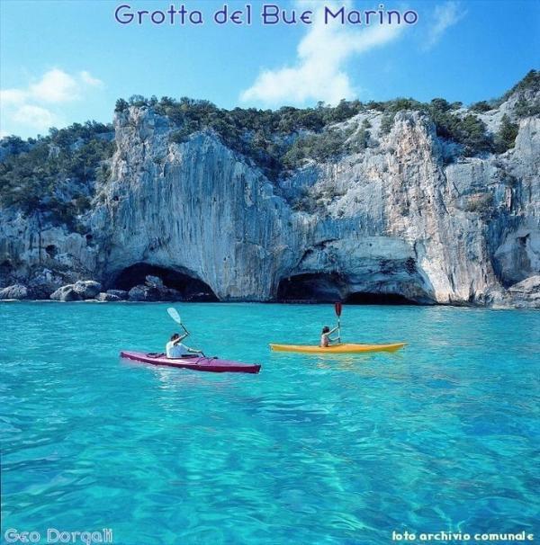 Grotte Del Bue Marino e i colori del suo mare,raggiungibile in battello.