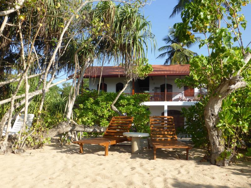 Villa Sunrise direkt am Meer, 3 Zimmer, 7 Personen, vakantiewoning in Tangalle