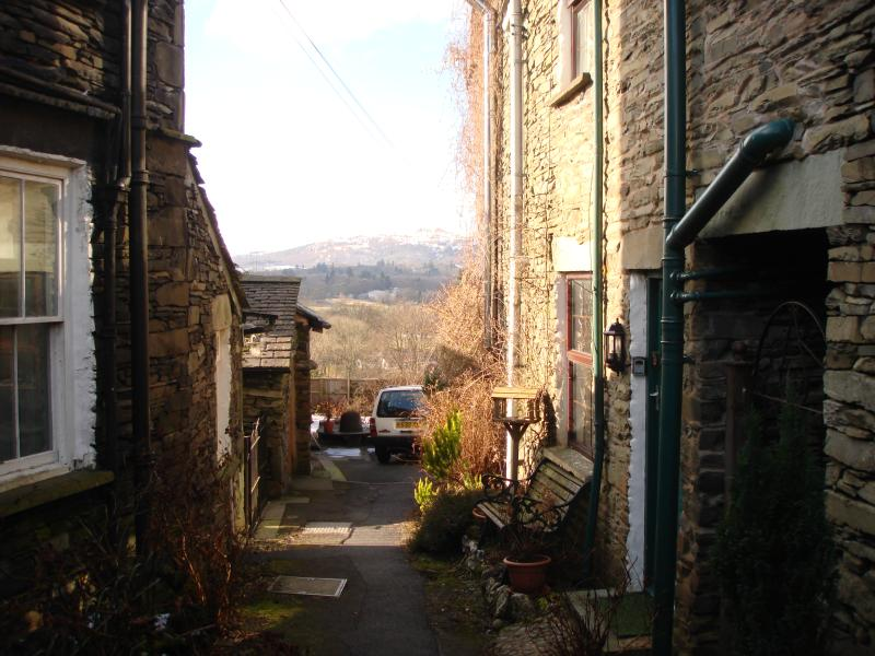 Bluehill Cottage-a view down the lane