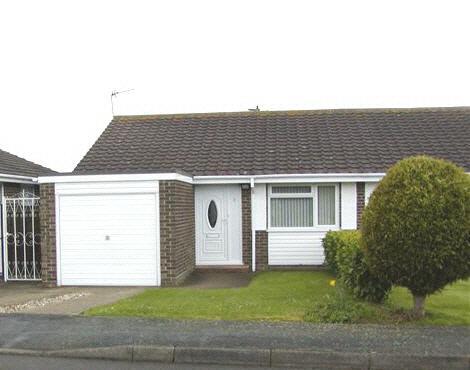 2 bedroom semi detached bungalow in Frinton-on Sea - sleeps 6, holiday rental in Holland-on-Sea