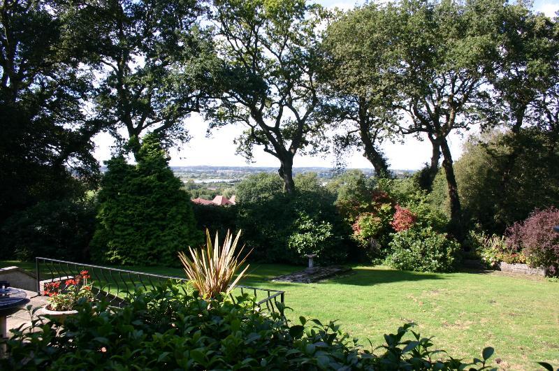 Uitzicht vanaf terras - naar beneden het dal en Dorset Meren