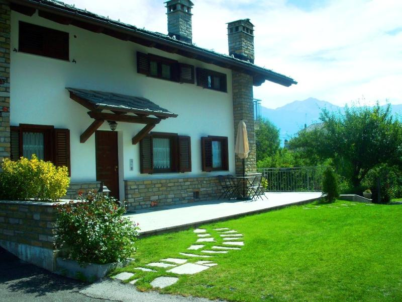 VILLA CHARME CON GIARDINO, vacation rental in Etroubles
