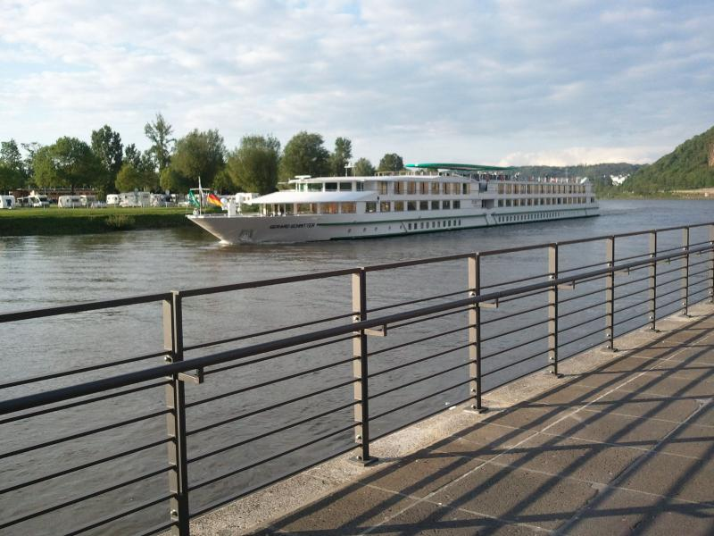 Cruising along the rhine  /  or a Holiday at your own place and pace?
