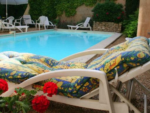 Piscine et transat - swimming Pool and sunlounger