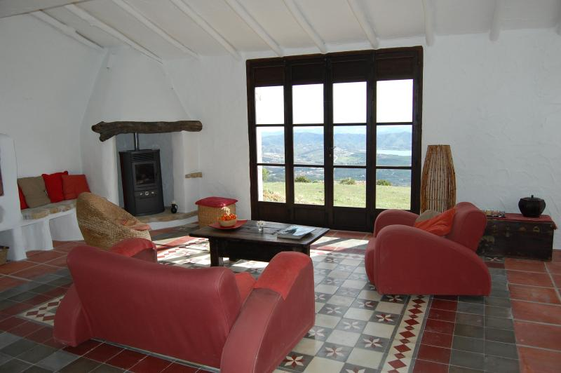 Spacious lounge with views to Lake Vinuela and the med