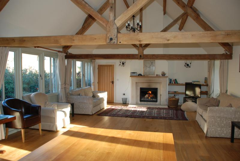 The Pantiles Tetbury. large comfy barn. peaceful and safe, good wifi, long lets, vakantiewoning in Tetbury