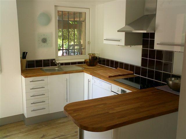 Fully equipped kitchen with dishwasher, fridge, oven, washing machine, hob