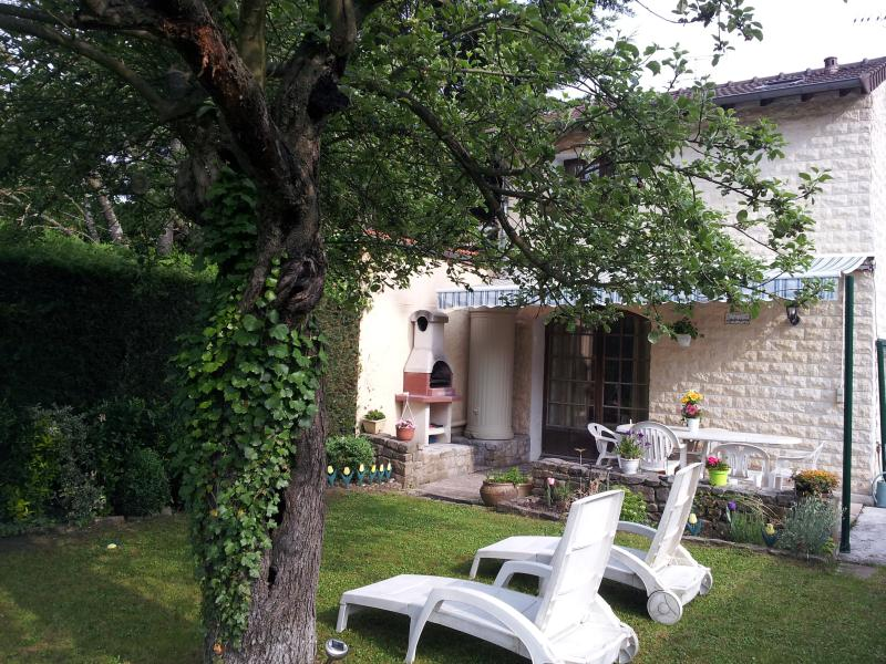 RAVINALA CHARMANTE MAISON AU CALME PROCHE PARIS ET DISNEYLAND, holiday rental in Chelles