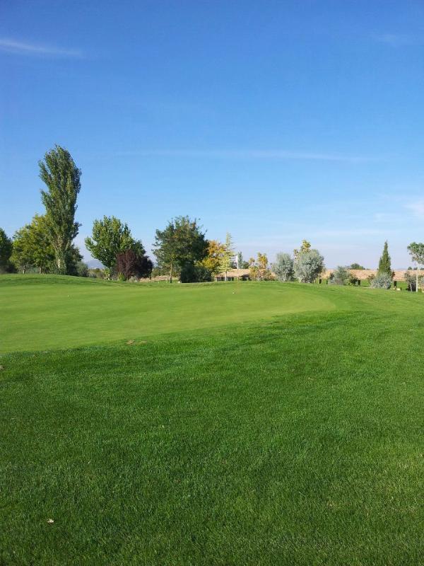 Juegue y Practique en el Reino Golf / Play golf and attend to courses / Golfkurse und spielen