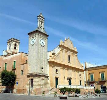 chiesa dell'Annunziata nella piazza principale di Tuglie