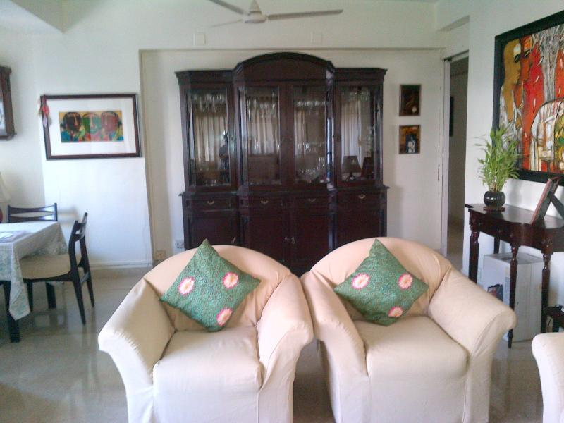 Elegant Apartment in S. Mumbai, holiday rental in Mumbai
