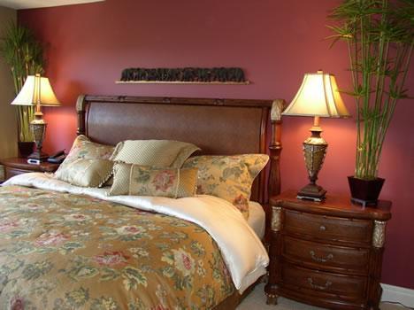 Master Bedroom King size bed/ en suite bath/HD TV