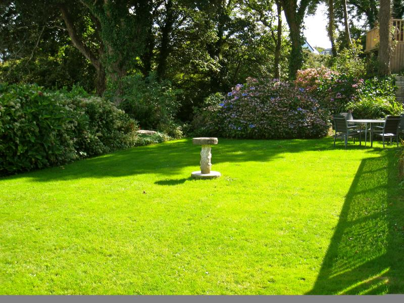 relax in the beautiful communal garden