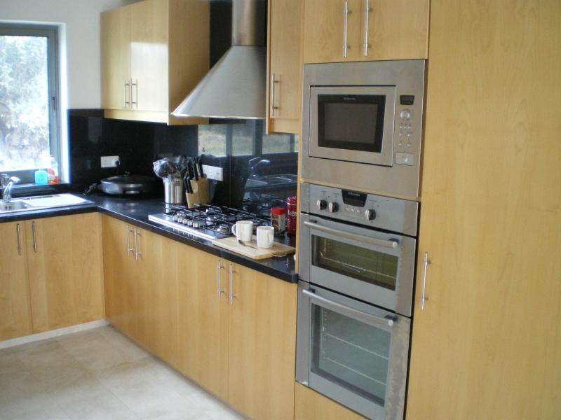 Open plan and fully fitted kitchen with everything you need
