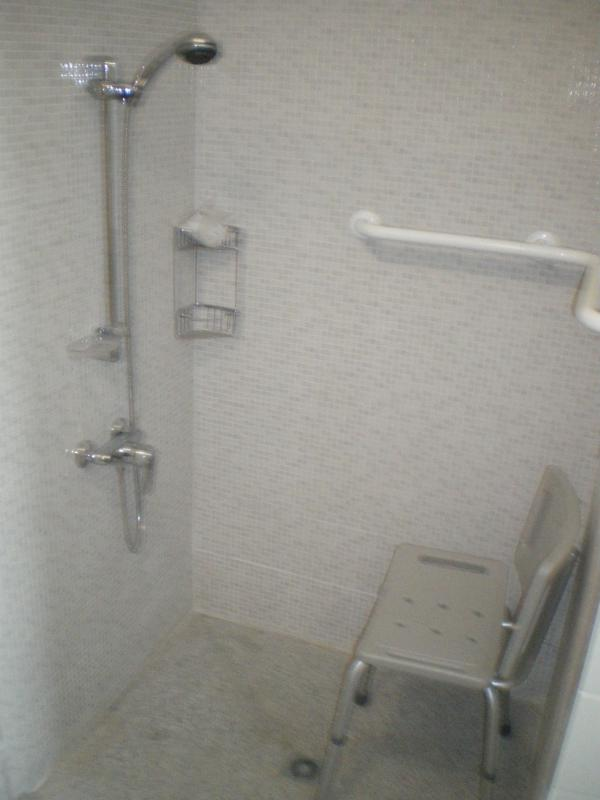 Bathroom 2: Wheelchair friendly access facilities and seating.