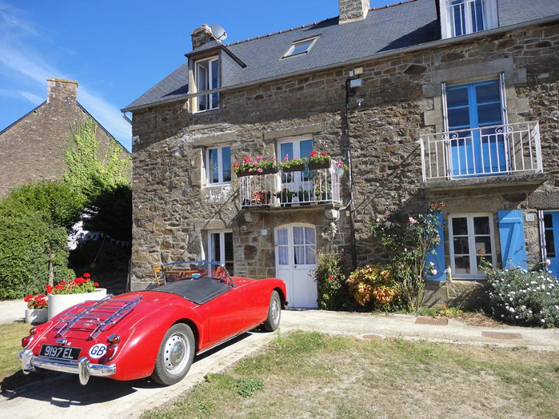 We know position is everything ... How about this? Between St Malo and Dinan, ON the River!