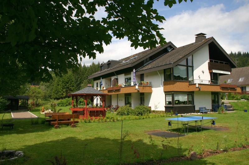 Gästehaus SEEWALD - Haus und Gartenbereich