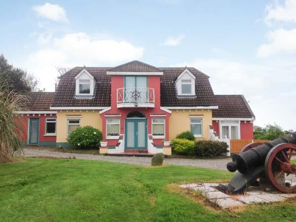 SERENITY, detached, en-suite, parking, shared garden and tennis court, in, holiday rental in Killinick