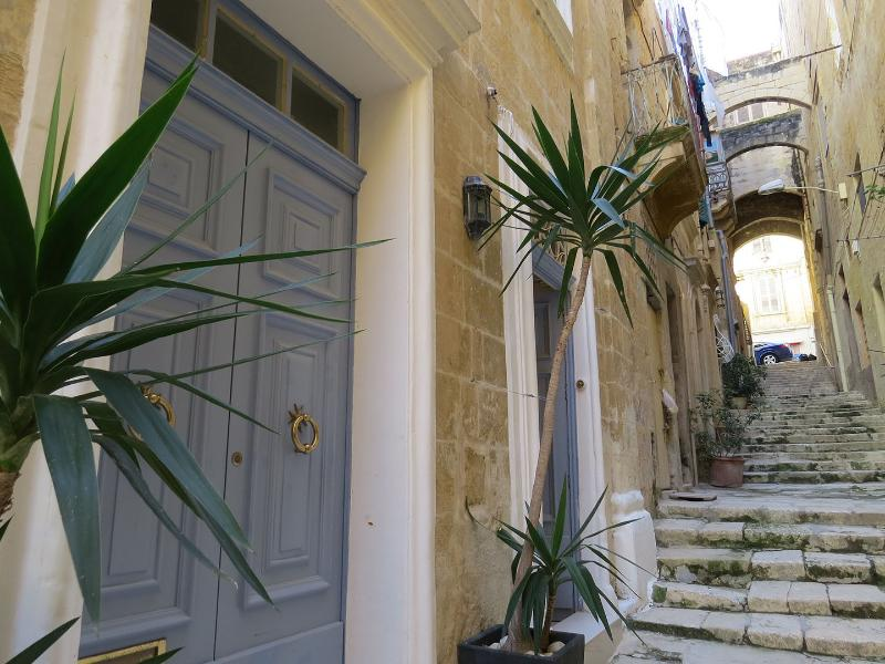 SallyPort City Pads, vacation rental in Valletta
