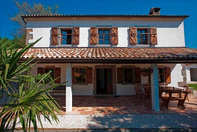 Magical Villa with great views, aluguéis de temporada em Hum