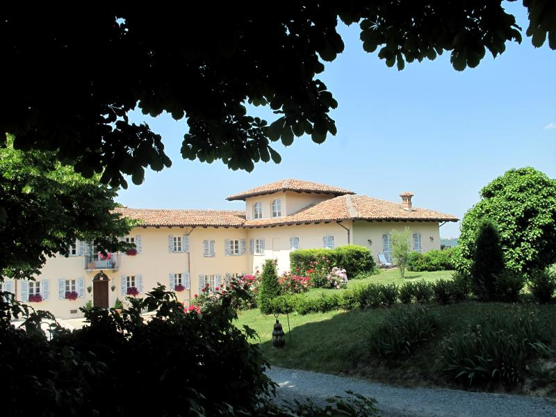 Agriturismo La Casa in Collina, holiday rental in Canelli