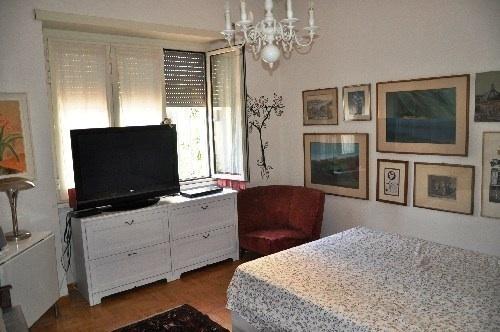 une belle chambre meublée avec soin et bon goût