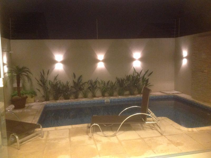 Sobrado com piscina com Hidromassagem e Iluminação