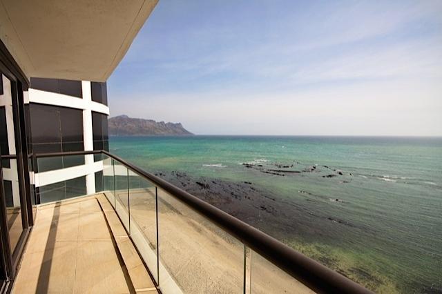 1102 Ocean View, location de vacances à Strand