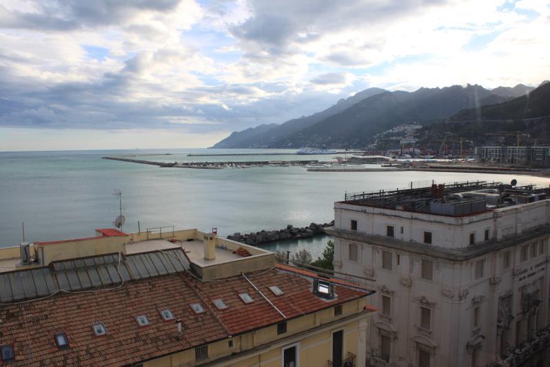 Suite ' La Rotonda ' Salerno - Centralissimo -, holiday rental in Salerno