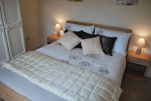 Enjoy a relaxing night's rest in the comfortable, king sized bed in double bedroom