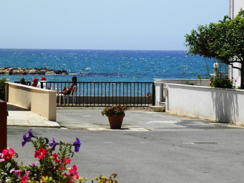 3 Bdrm Beach Villa Sup.Sea View Oroklini Larnaca, alquiler vacacional en Oroklini