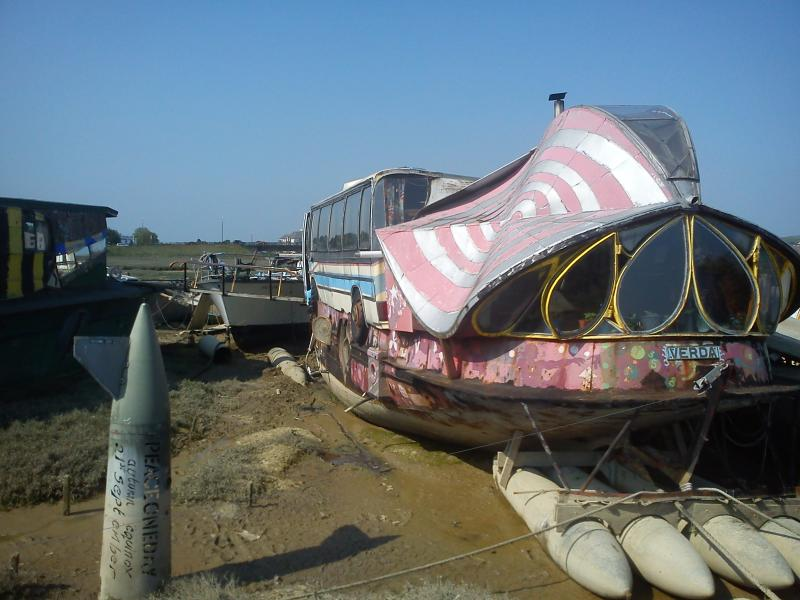 Unusual and interesting House boat walks