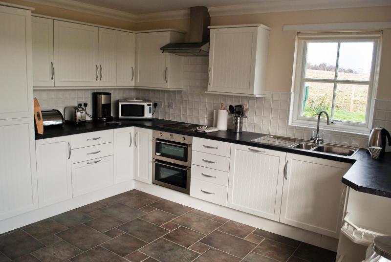 Fitted Kitchen with dishwasher,electric hob & cooker,fridge ; seperate freezer & microwave